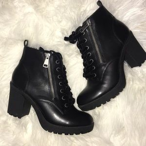 6 1/2 Black Military Lace Up Mossimo Ankle Boots